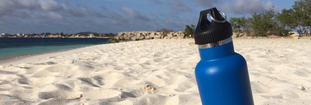 De Blue Bottle op Te Amo Beach Bonaire